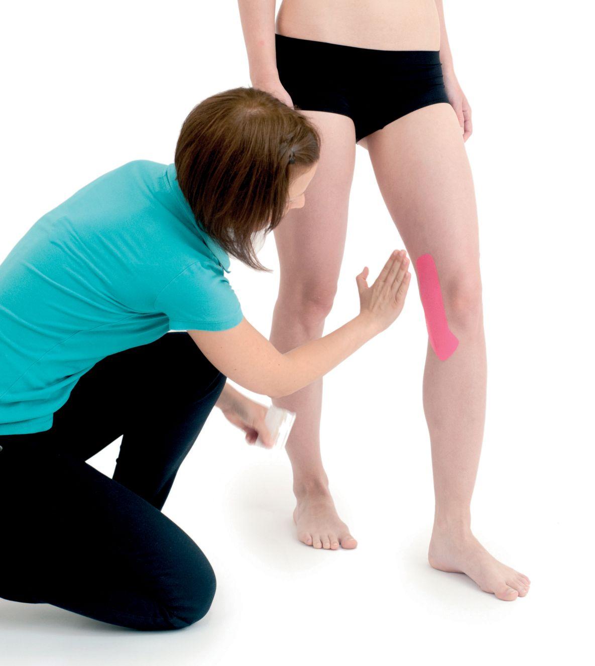 Tejpování kolene side-to-side 1