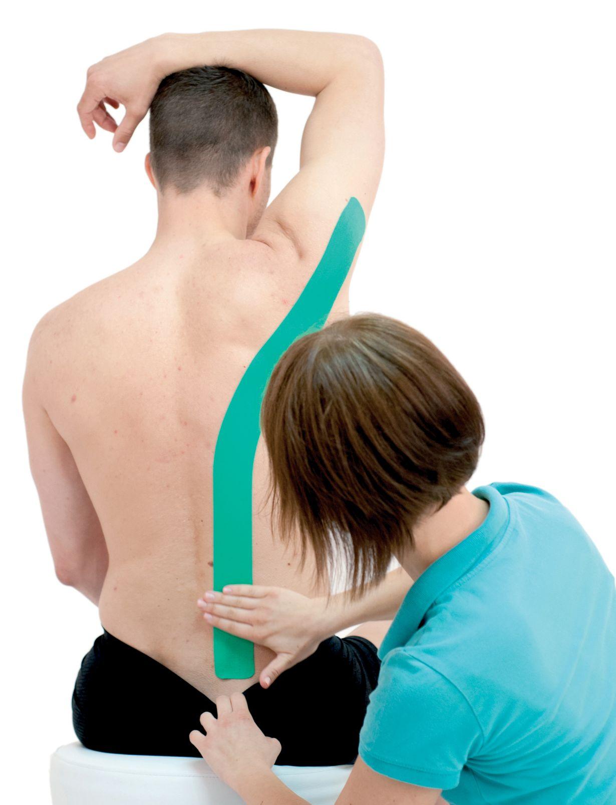 Tejpování širokého svalu zádového
